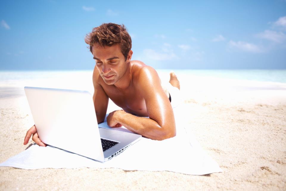 Картинка парень на пляже деловой